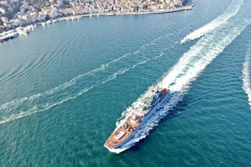 Tàu đổ bộ vận tải Novocherkassk 142 thuộc Hạm đội Biển Đen đi qua eo biển Bosphorus.