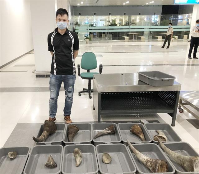 Nam thanh niên mang gần 29 kg nghi sừng tê giác từ Hàn Quốc về Việt Nam - 1