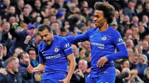 Chelsea (áo sáng) chỉ kiếm được 19/48 điểm tối đa sau 16 trận vừa qua