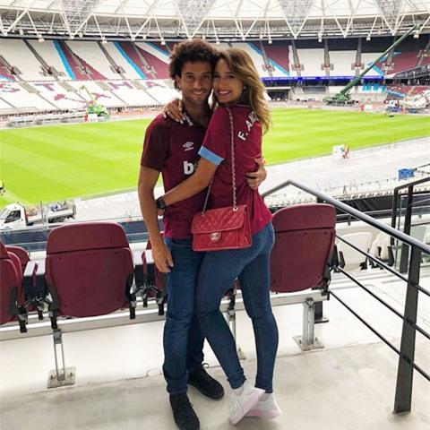 Tiền vệ Felipe Anderson và bạn gái ham học Evelyn Machry