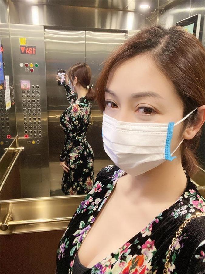 Jennifer Phạm khoe vòng eo thon thả sau sinh con lần 4, nhan sắc mẹ bỉm sữa U40 khiến nhiều người trầm trồ - Ảnh 3.