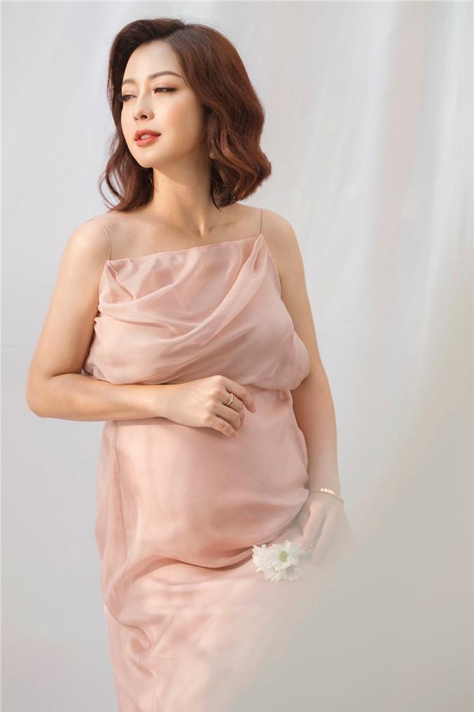 Jennifer Phạm khoe vòng eo thon thả sau sinh con lần 4, nhan sắc mẹ bỉm sữa U40 khiến nhiều người trầm trồ - Ảnh 5.
