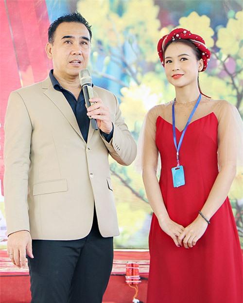 Diễn viên Sam có mặt trong lễ khởi công dự án của Quyền Linh ở Sóc Trăng.