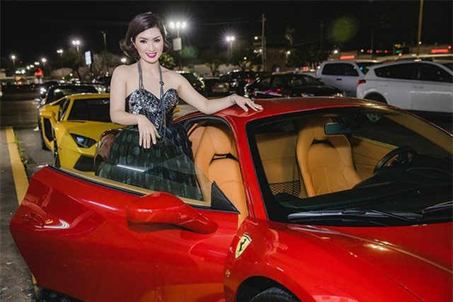 Ca sĩ Nguyễn Hồng Nhung đi sự kiện bằng siêu xe Ferrari 11 tỷ - Ảnh 3.