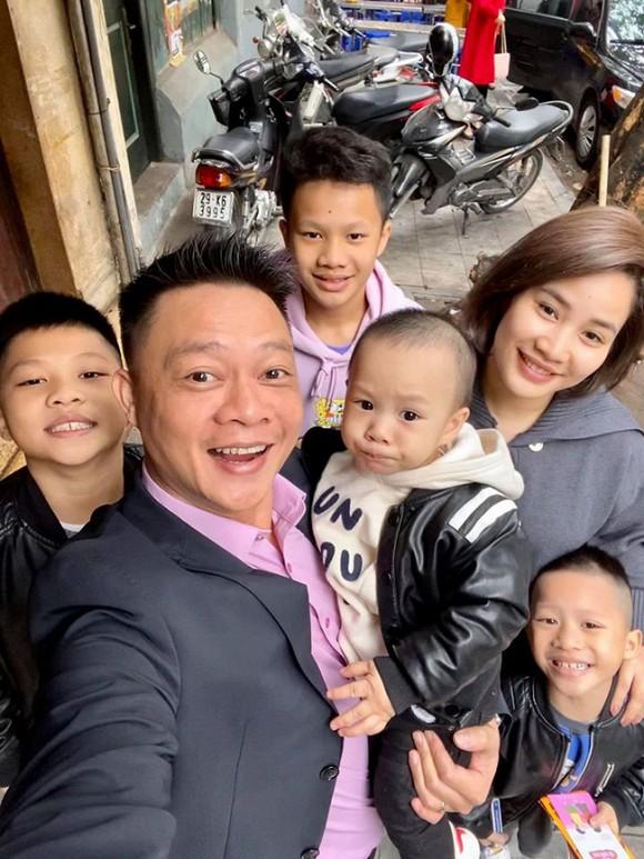 Vợ chồng BTV Quang Minh bất ngờ chia sẻ về con trai thứ 4.