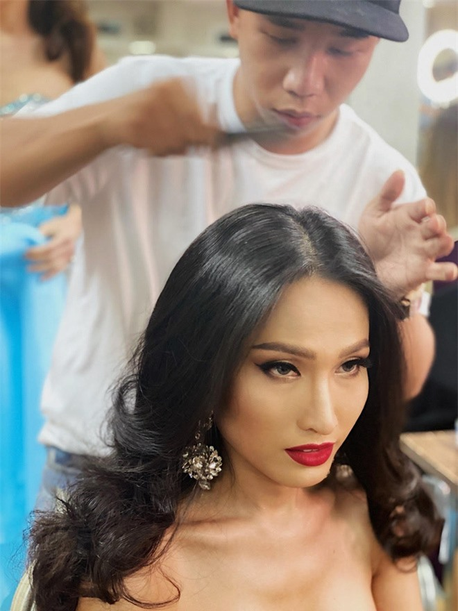 Chuyện hậu trường tại bán kết Miss International Queen 2020: Mặc dù là đối thủ, Hoài Sa đã có hành động đẹp dành cho người đẹp Mỹ! - Ảnh 7.
