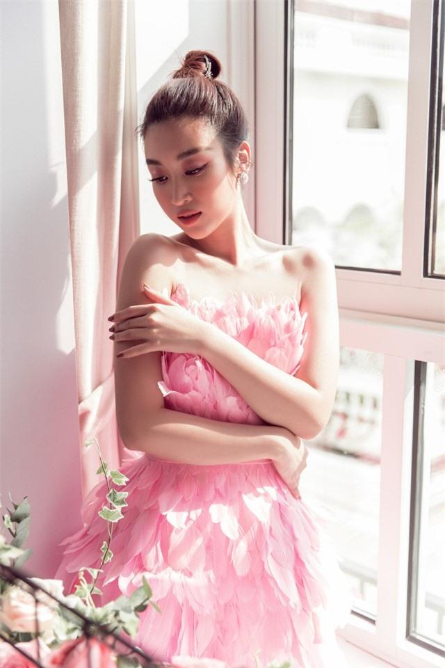 Đỗ Mỹ Linh diện váy độc lạ, đọ sắc bên Lương Thùy Linh và Tường San - Ảnh 6.