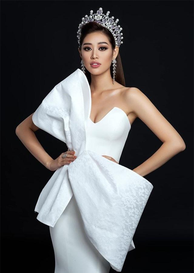 """Hoa hậu Khánh Vân và bố mẹ nhảy theo """"Ghen cô Vy"""" đang gây """"sốt"""" toàn cầu - 4"""