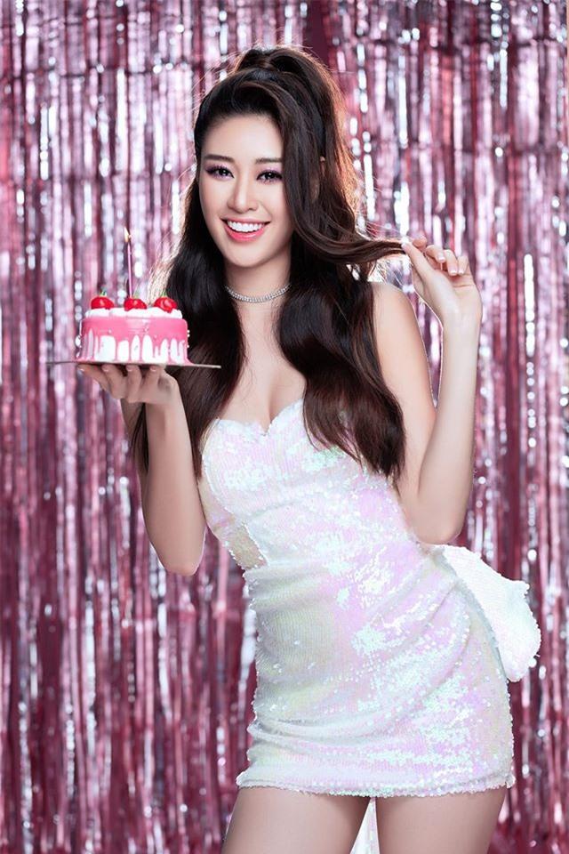 """Hoa hậu Khánh Vân và bố mẹ nhảy theo """"Ghen cô Vy"""" đang gây """"sốt"""" toàn cầu - 6"""