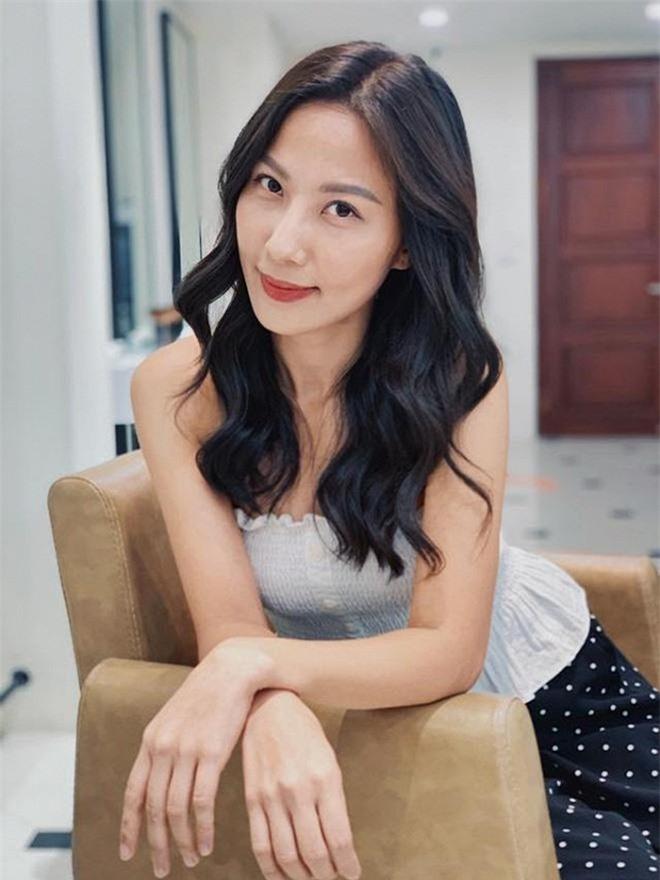 Nhan sắc đời thường xinh đẹp, gợi cảm của nữ MC Thời tiết lâu năm - Quỳnh Hoa 10