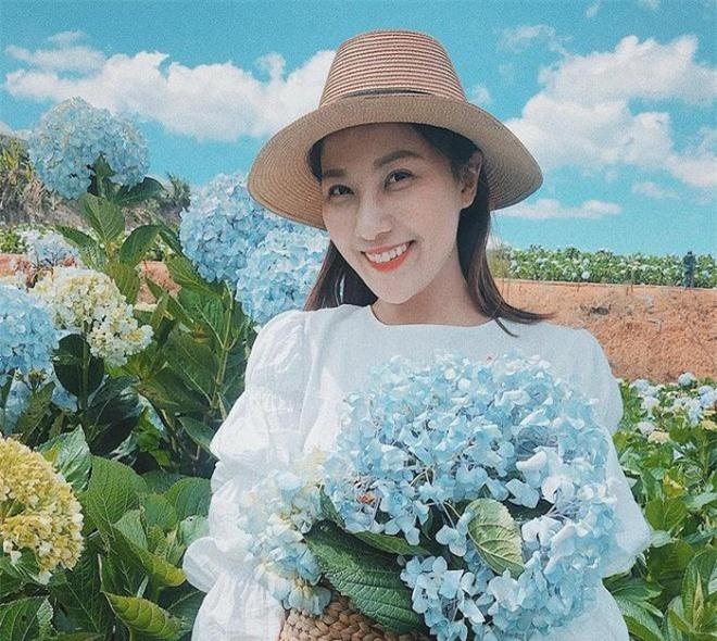 Nhan sắc đời thường xinh đẹp, gợi cảm của nữ MC Thời tiết lâu năm - Quỳnh Hoa 9