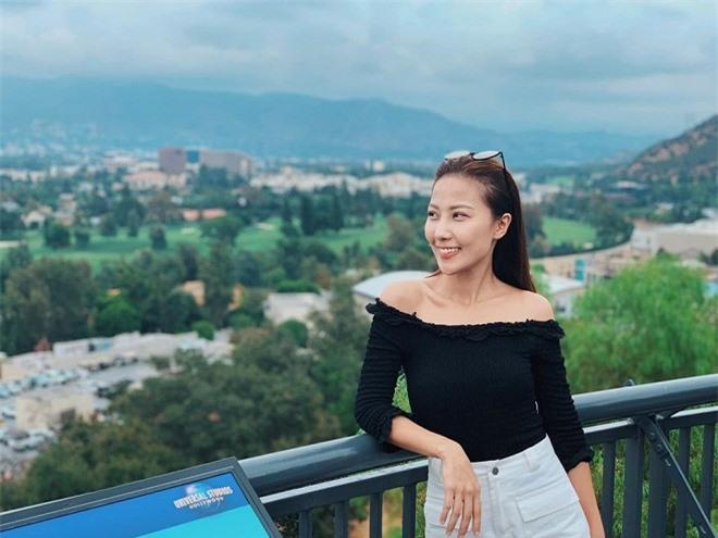 Nhan sắc đời thường xinh đẹp, gợi cảm của nữ MC Thời tiết lâu năm - Quỳnh Hoa 4