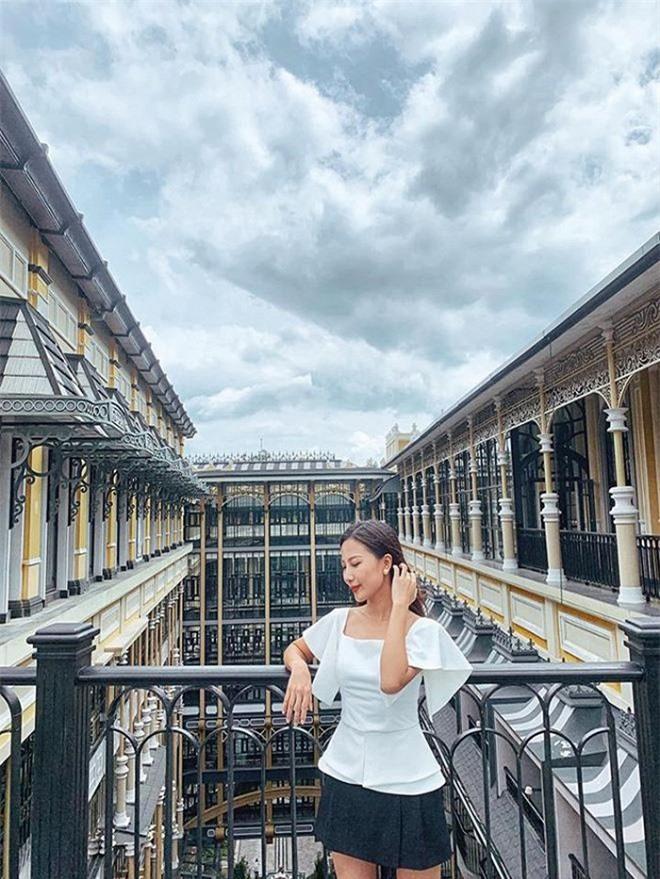 Nhan sắc đời thường xinh đẹp, gợi cảm của nữ MC Thời tiết lâu năm - Quỳnh Hoa 1