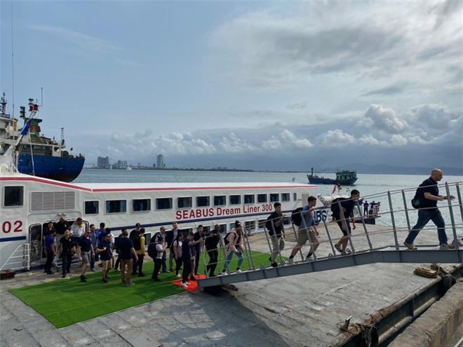 """ẢNH: Những """"bóng hồng"""" Hải quân Mỹ trên tàu sân bay, tàu tuần dương thăm Đà Nẵng - Ảnh 15."""