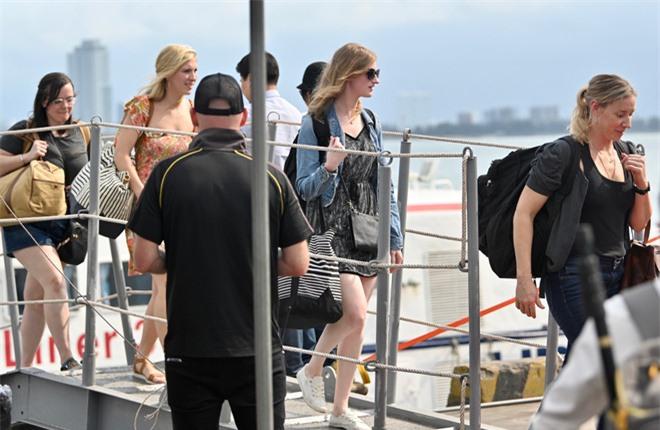"""ẢNH: Những """"bóng hồng"""" Hải quân Mỹ trên tàu sân bay, tàu tuần dương thăm Đà Nẵng - Ảnh 8."""