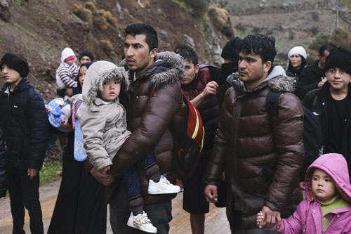 Người di cư tại biên giới Hy Lạp - Thổ Nhĩ Kỳ. (Ảnh: AP)