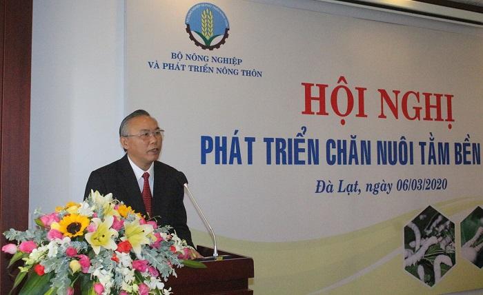 Thứ trưởng Bộ Nông nghiệp và Phát triển nông thôn Phùng Đức Tiến phát biểu khai mạc hội nghị