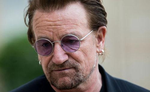 Bono được khán giả biết đến rộng rãi khi là trưởng nhóm nhạc U2