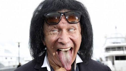 Gene Simmons là thành viên chính của ban nhạc Kiss
