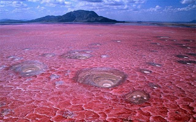 1001 thắc mắc: Hồ Nyos có bí ẩn gì mà một giờ giết chết 1700 người? - Ảnh 4.