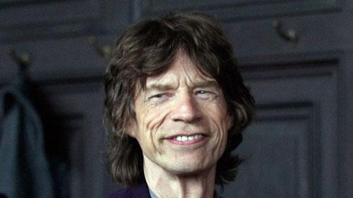Ông nổi tiếng là ca sĩ hát chính của nhóm nhạc rock The Rolling Stones.
