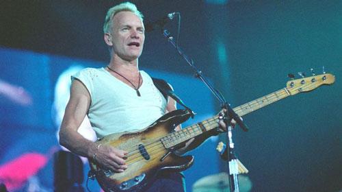 Sting là người viết nhạc, ca sĩ chính và là tay bass của ban nhạc huyền thoại The Police