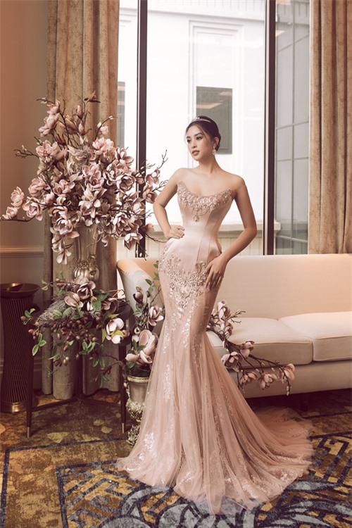 Bộ ảnh được thực hiện bởi nhiếp ảnh: Linh Phạm, makeup: Dương Hữu Nghĩa, trang phục: Joli Poli.