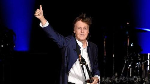 """Paul McCartney  là nhạc sĩ, ca sĩ người Anh, cựu thành viên nổi tiếng của The Beatles (1960–1970) và Wings (1971–1981). Ông cũng là """"nghệ sĩ thành công nhất lịch sử âm nhạc đương đại"""" với 60 đĩa Vàng và hơn 100 triệu đĩa đơn đã được bán ra chỉ riêng ở Anh."""