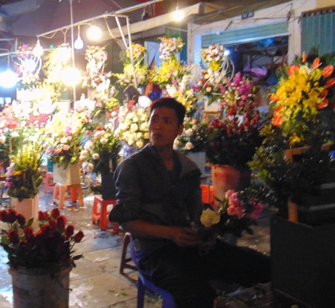 Anh Nguyễn Hào - chủ cừa hàng hoa tươi gần vườn hoa Hà Đông