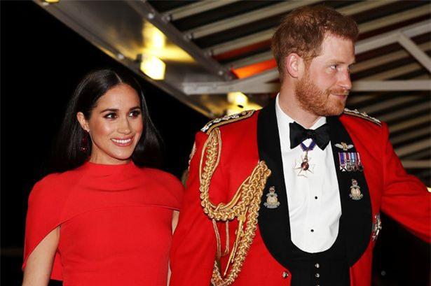 """Meghan Markle tỏa sáng như """"Nữ hoàng"""" trong sự kiện mới nhất nhưng gương mặt buồn bã của Hoàng tử Harry mới đáng chú ý - Ảnh 3."""