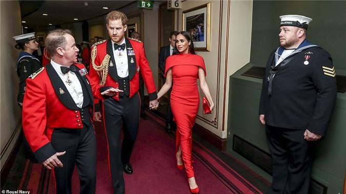 """Meghan Markle tỏa sáng như """"Nữ hoàng"""" trong sự kiện mới nhất nhưng gương mặt buồn bã của Hoàng tử Harry mới đáng chú ý - Ảnh 5."""