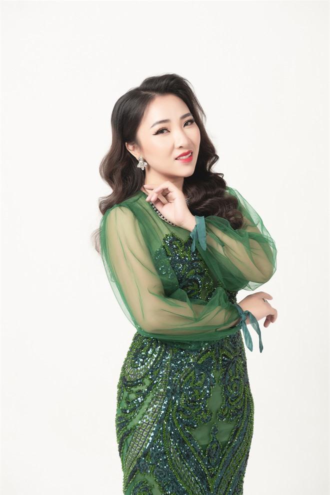 Mỹ nữ hát nhạc Nga Yên Hà tung ca khúc đầy xúc động về tình mẹ - Ảnh 2.