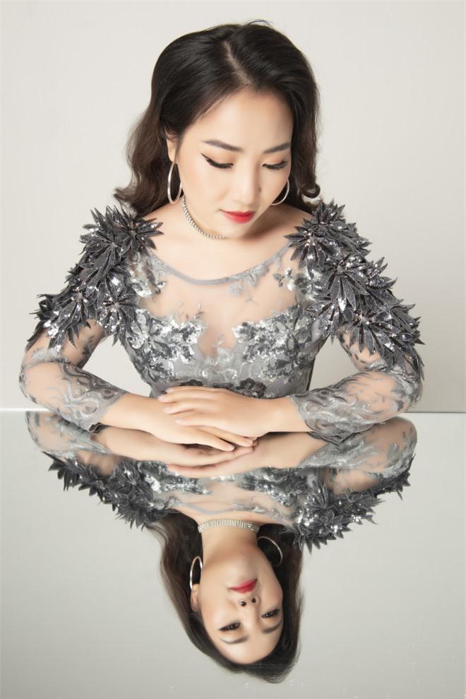 Mỹ nữ hát nhạc Nga Yên Hà tung ca khúc đầy xúc động về tình mẹ - Ảnh 9.