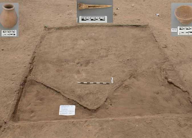 Đồ gốm và các công cụ cũng được tìm thấy tại điểm khai quật. (Ảnh: Bộ Cổ vật Ai Cập)