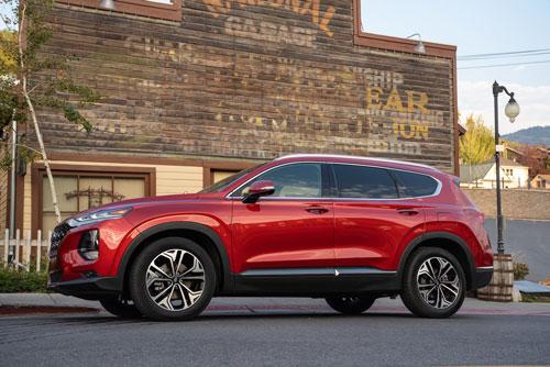 7. Hyundai Santa Fe (doanh số: 2.978 chiếc).