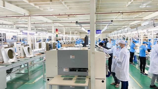Dây chuyền sản xuất điều hòa hiện đại được Tập đoàn Asanzo đầu tư gần 100 tỉ đồng.