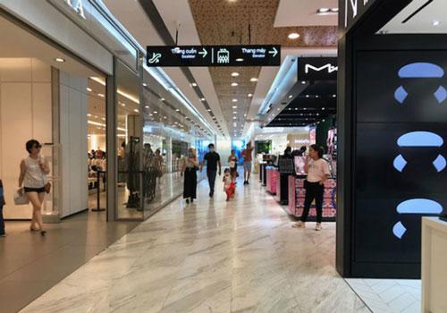 Các trung tâm thương mại thưa thớt khách (Ảnh: Internet)