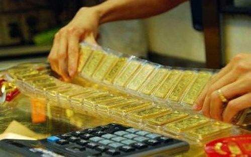Giá vàng hôm nay: giảm chớp nhoáng từ đỉnh 7 năm.