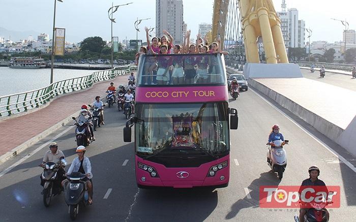 Xe ô tô 2 tầng mui trần chở khách tham quan Đà Nẵng (Ảnh minh họa)