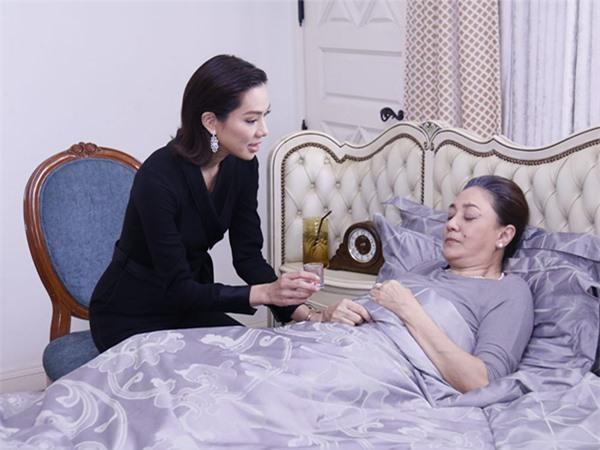 Đang hấp hối, mẹ chồng bật dậy như lò xo khi thấy con dâu rút điện thoại gọi cho một số máy quen thuộc - Ảnh 2