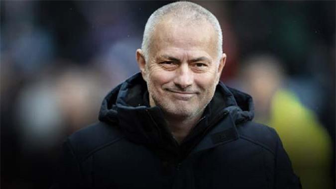 Cái đầu trọc của Mourinho là do lỗi của thợ cắt tóc