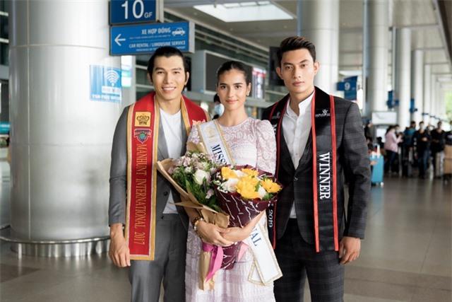 Hoàng Thuỳ tự may khẩu trang tặng Hoa hậu Siêu quốc gia đến Việt Nam - 4