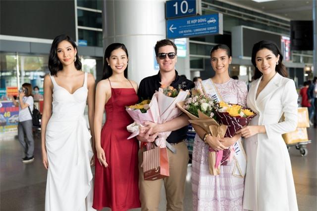 Hoàng Thuỳ tự may khẩu trang tặng Hoa hậu Siêu quốc gia đến Việt Nam - 8