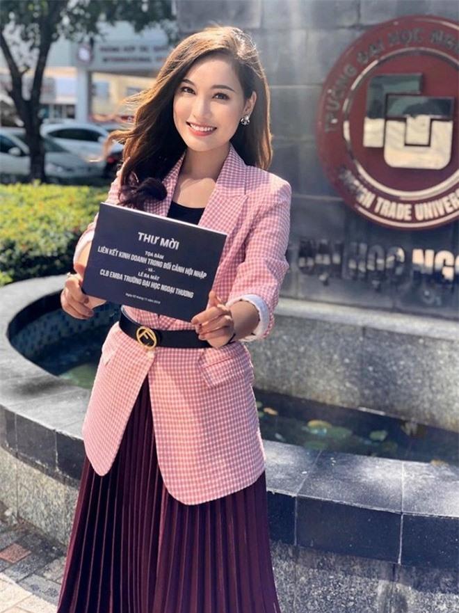 Nữ BTV mới toanh của 'Bản tin Thời sự 19h' Linh Thủy lộ nhan sắc đời thường xinh đẹp 3