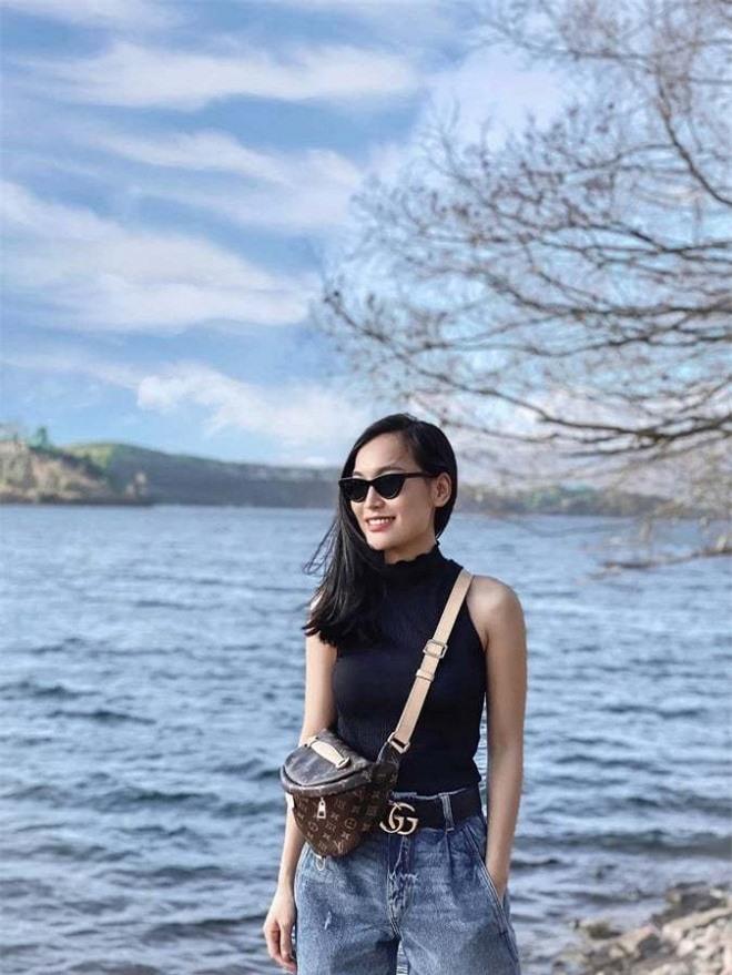 Nữ BTV mới toanh của 'Bản tin Thời sự 19h' Linh Thủy lộ nhan sắc đời thường xinh đẹp 0