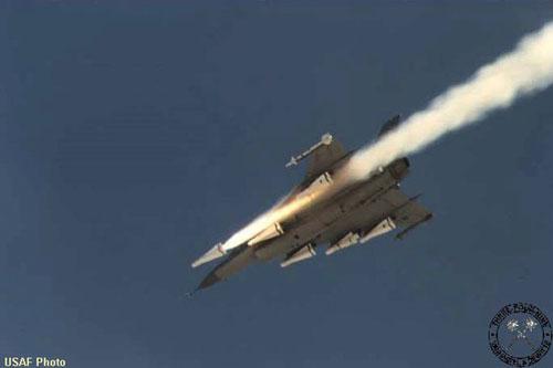 Từ khi quân đội Thổ Nhĩ Kỳ can thiệp vào Syria đã có hàng chục xe tăng và xe thiết giáp bị phá hủy. Thậm chí có những hình ảnh được quay từ UAV cho thấy vũ khí đánh chính xác xe tăng của Syria.