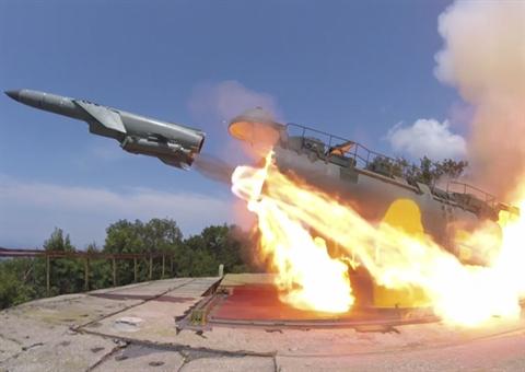 Nga được báo cáo đã phóng một tên lửa chống hạm từ hệ thống phòng thủ bờ biển vào khu trục hạm Mỹ