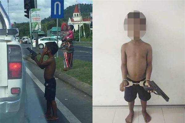 Cậu bé cầm súng đồ chơi ra đường để
