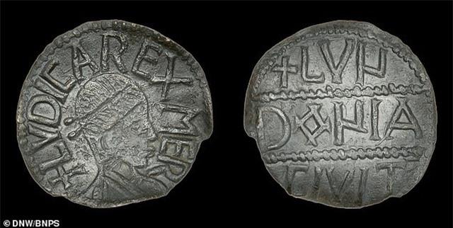 Một đồng xu cổ siêu hiếm của Anh bán được hơn 900 triệu đồng - 1