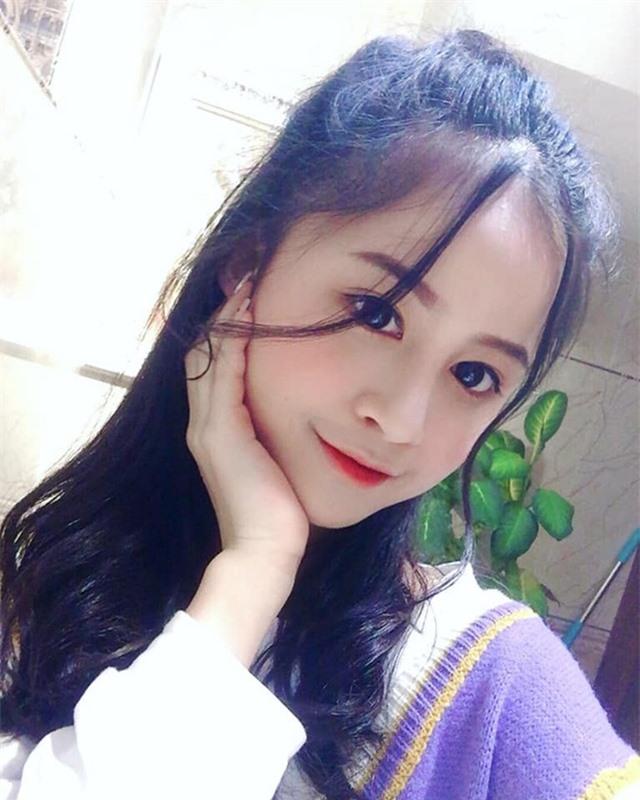 Nữ sinh xinh đẹp gây chú ý bởi nét mặt giống ca sĩ Chi Pu - 1